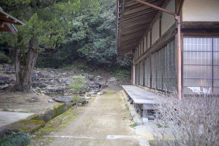宝光寺本堂と庭園