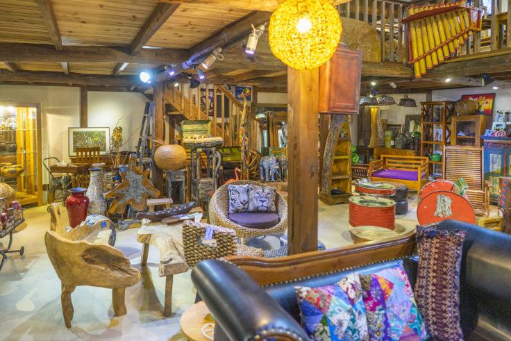 アジアンファクトリー津田の店内家具