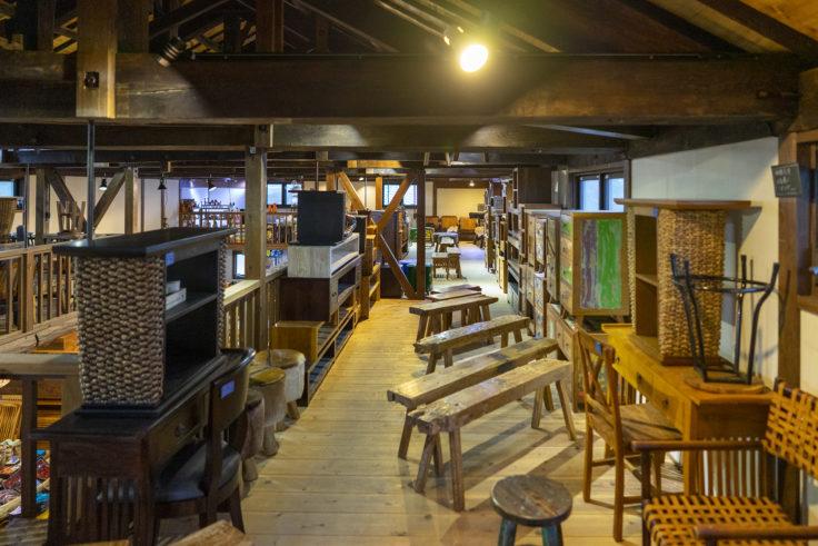アジアンファクトリー津田2階の家具