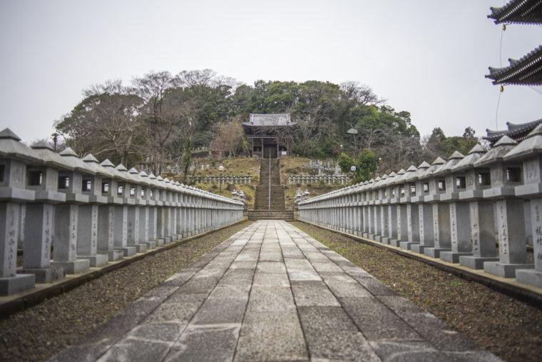 文殊楼までの石の道