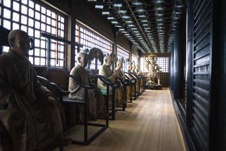 三仏堂の像