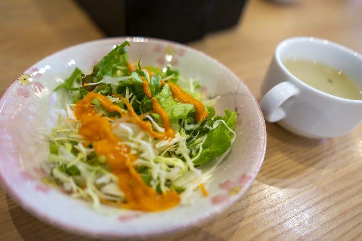パシュパティのサラダとスープ