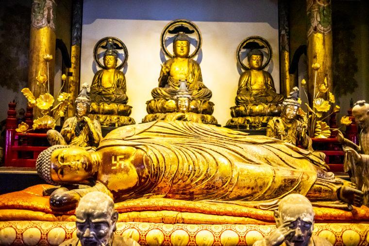 法然寺三仏堂の涅槃像