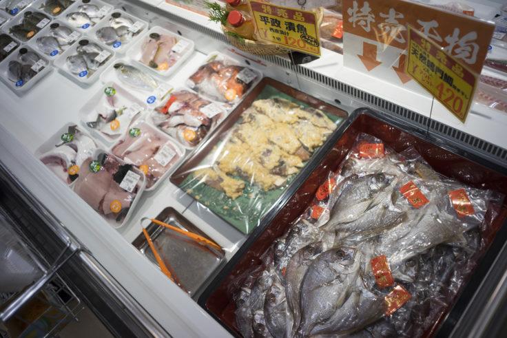 北灘漁協組合さかな市店内冷蔵庫