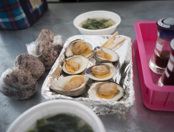 北灘漁協組合さかな市の白蛤焼き