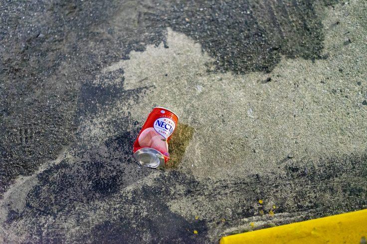 潰された空き缶