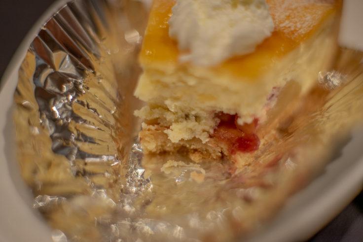 Ainaふろーりあんのりんごとチーズのタルト断面