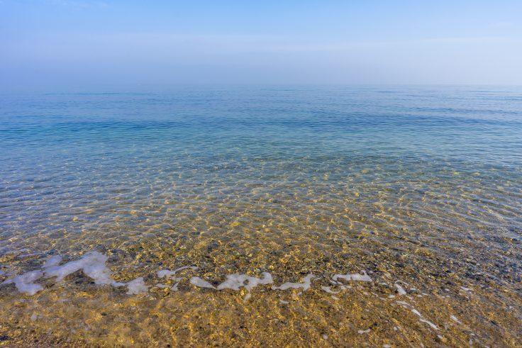 横内海岸の砂浜と海