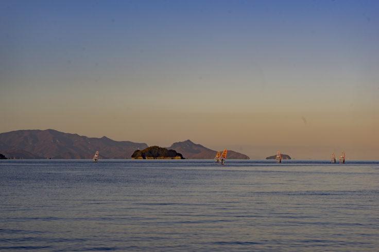 津田の海でウインドサーフィン