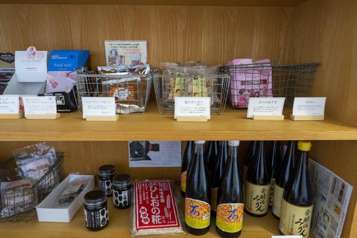 まるざ発芽玄米研究所カフェ店内の商品