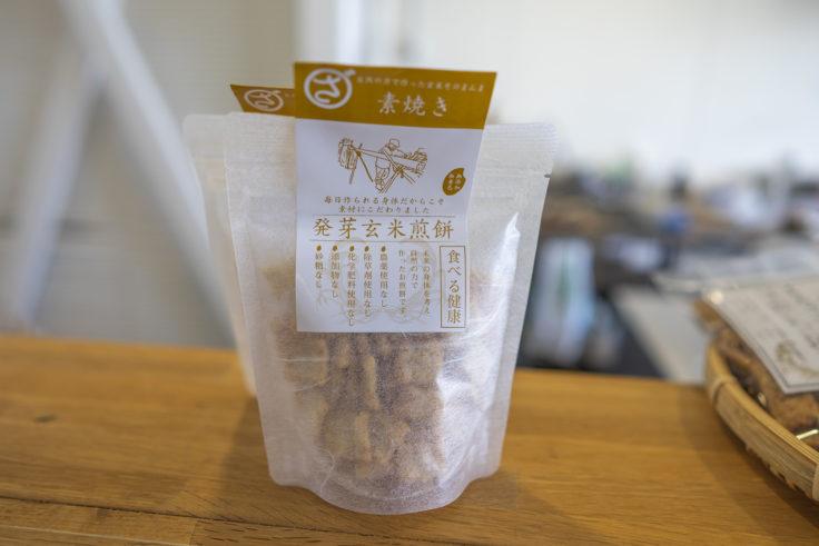 まるざ発芽玄米研究所カフェ店内の玄米煎餅2