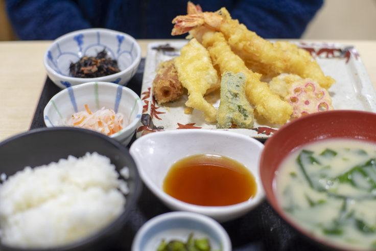 さかな市の天ぷら定食