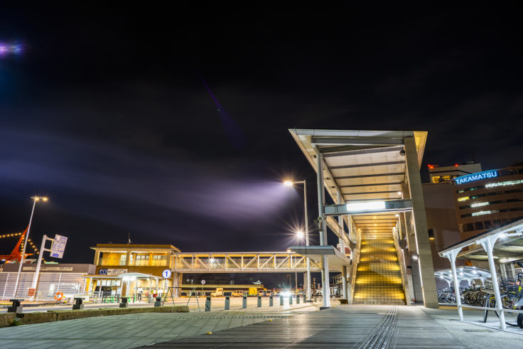 夜の高松港連絡通路2
