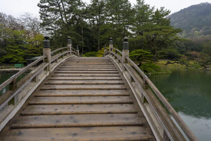 雨の日の偃月橋