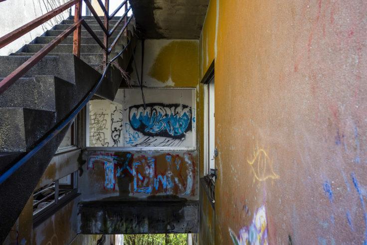 日盛山廃墟のペイント2