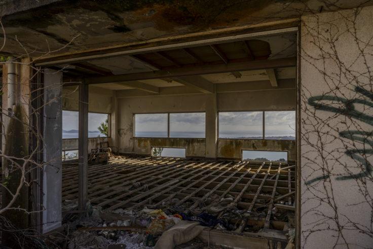 日盛山廃墟の床