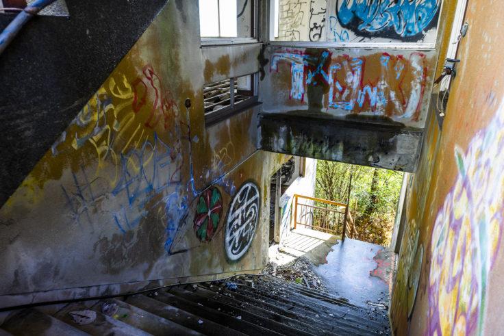 日盛山廃墟のペイント4