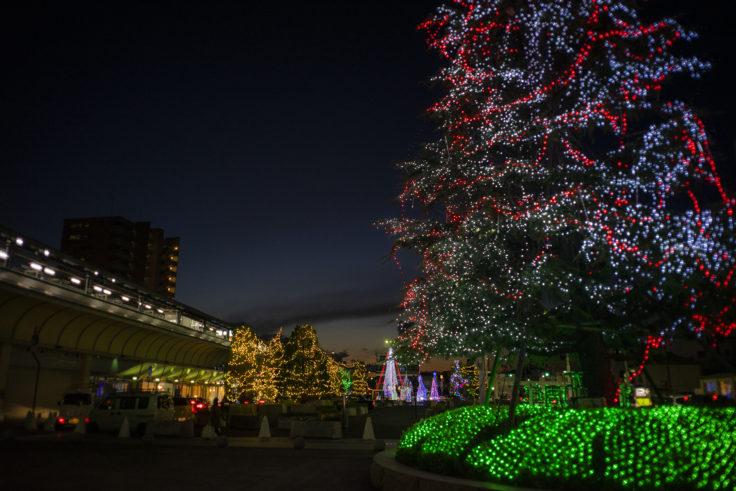 坂出駅前のクリスマスツリー