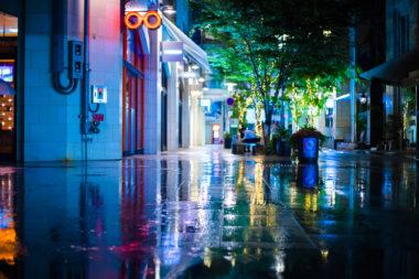 雨のアーケード