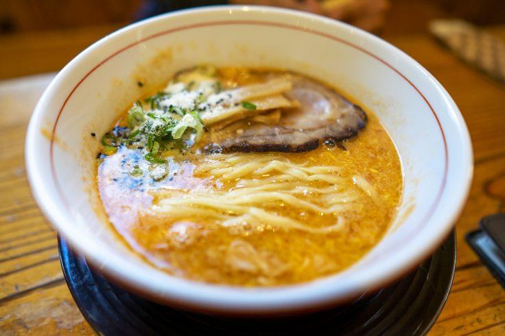 拉麺ひらりトマチリdeカルボナーラ