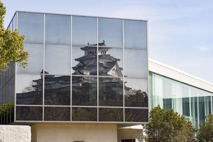 兵庫県立歴史博物館に映った姫路城アップ