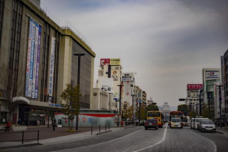 姫路駅前から見た姫路城