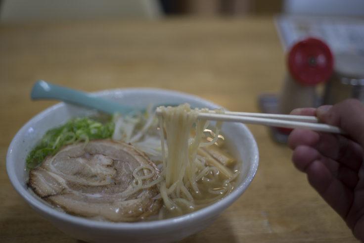 てっちゃんの中華そば「ラぅ飩チャーシュー麺」リフトアップ