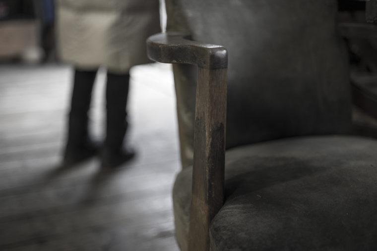 手袋ギャラリーの椅子