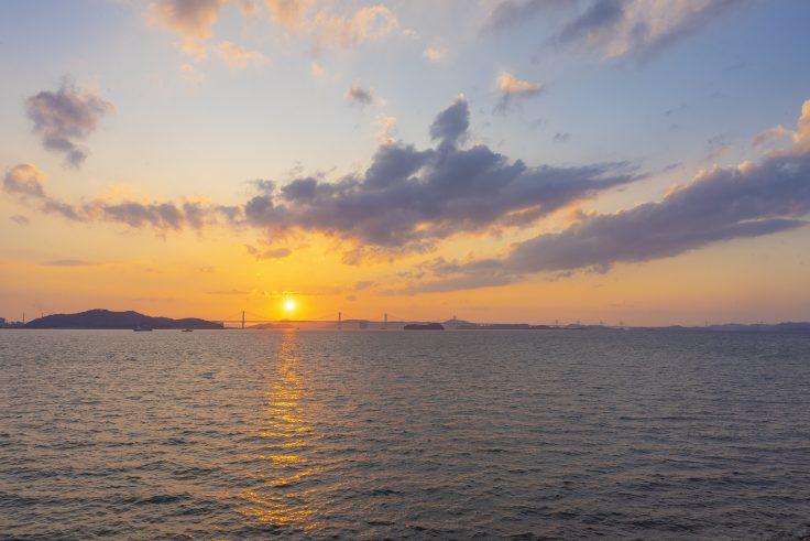 高松坂出王越線から見る瀬戸内海と夕焼け