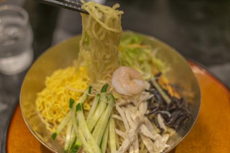 裏きせきの冷麺リフトアップ