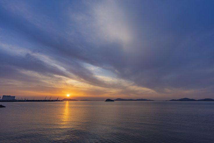 宇多津町から見る瀬戸内海の夕焼け