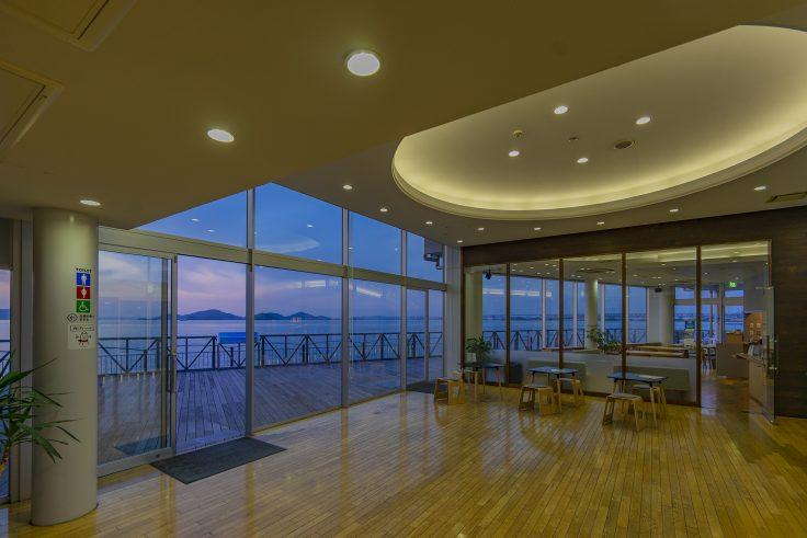 海と空のカフェから見る瀬戸大橋方面
