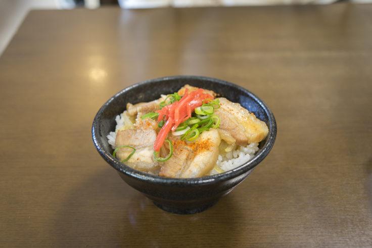 岡本中華の豚丼