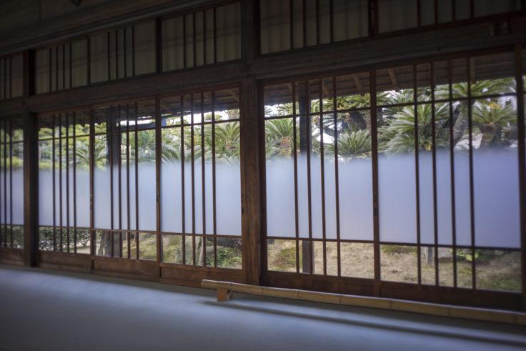披雲閣蘇鉄の間の窓