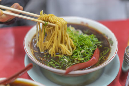 新福菜館の中華そばリフトアップ