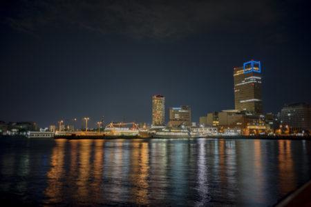 夜のサンポート高松