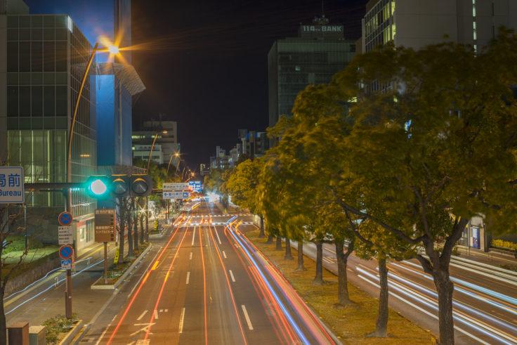 歩道橋から自動車の光跡撮影3