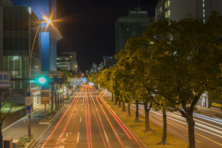 歩道橋から自動車の光跡撮影2