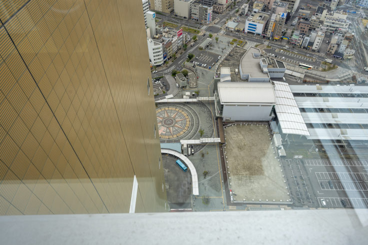 高松シンボルタワー30階から見たJR高松駅