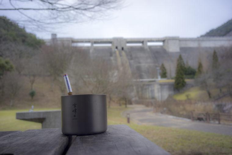 ダムを眺めながらマサラチャイ