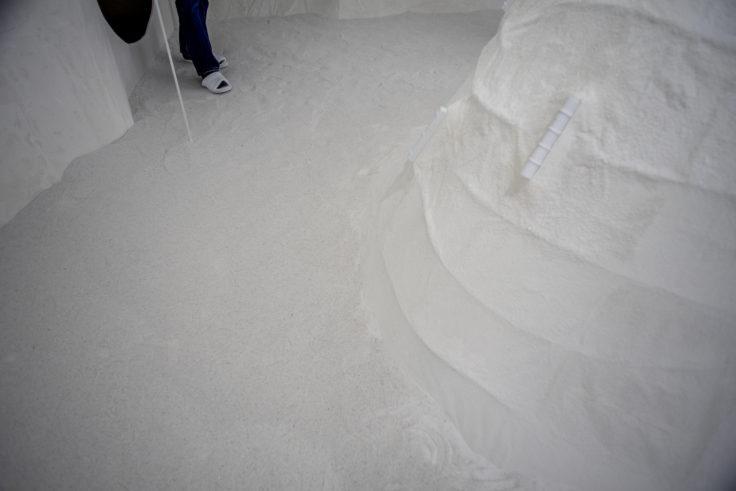 北浜の小さな香川ギャラリー Izumoring—cosmos of rare sugarの床