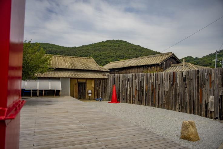 女木島「MEGI HOUSE」の外