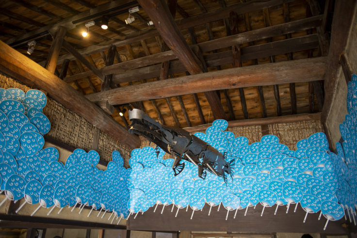 女木島「MEGI HOUSE」天井の魚