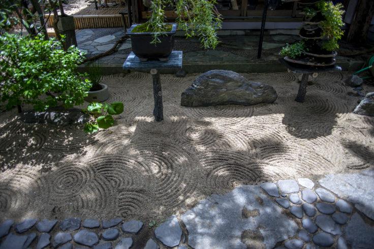 女木島「BONSAI deepening roots」の庭