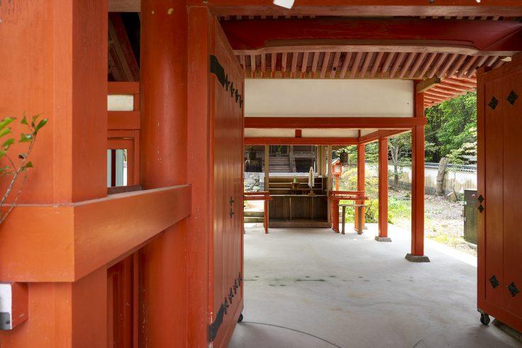 神谷神社の拝殿からみた本殿