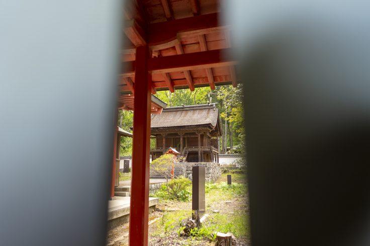 神谷神社の拝殿からみた本殿2