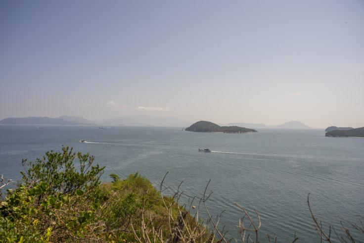 大島北の山の登山道から見た瀬戸内海