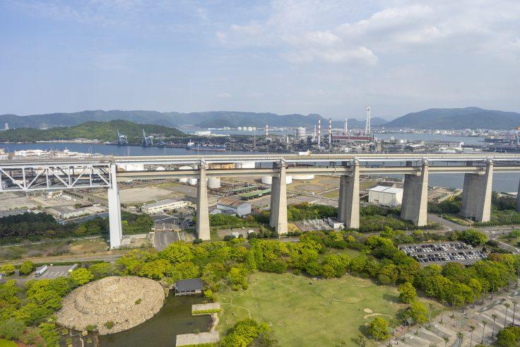 瀬戸大橋タワーから見るマリンライナー