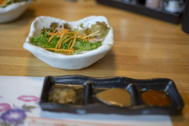 咲蔵ランチのサラダ、串焼きのタレ三種