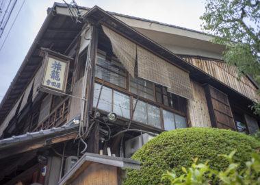 寺田屋入口前